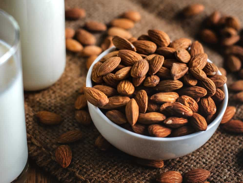 What Can We Eat Before a Yoga Class? Almonds