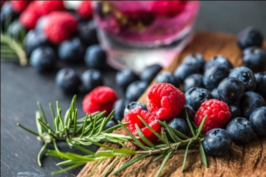 What Can We Eat Before a Yoga Class? Berries